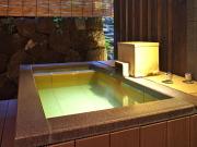 湯畑源泉掛け流し100%の温泉露天風呂付客室(湯畑 草菴)