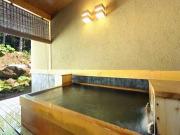 源泉かけ流しの客室露天風呂(森の旅亭 びえい)