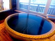 源泉掛け流しの露天風呂付貴賓室(川湯第一ホテル 忍冬)