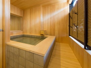源泉100%かけ流しの半露天風呂付き客室(ホテルききょう)