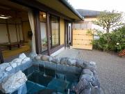 源泉かけ流しの露天風呂付客室(さつき別荘)