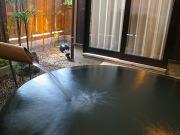 にごり湯の源泉掛け流し露天風呂付離れ客室(いっぺん庵)