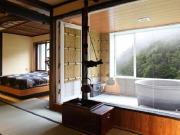 掛け流しの露天風呂付特別室(志賀高原 渓谷の湯)