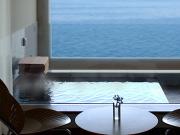 全室源泉かけ流し式の展望露天風呂を完備(オレンジ・ベイ)