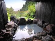 源泉100%かけ流しの露天風呂付客室(由布のお宿 ほたる)