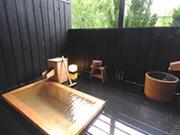 自家源泉100%かけ流しの客室露天風呂(お宿小鳥のたより)